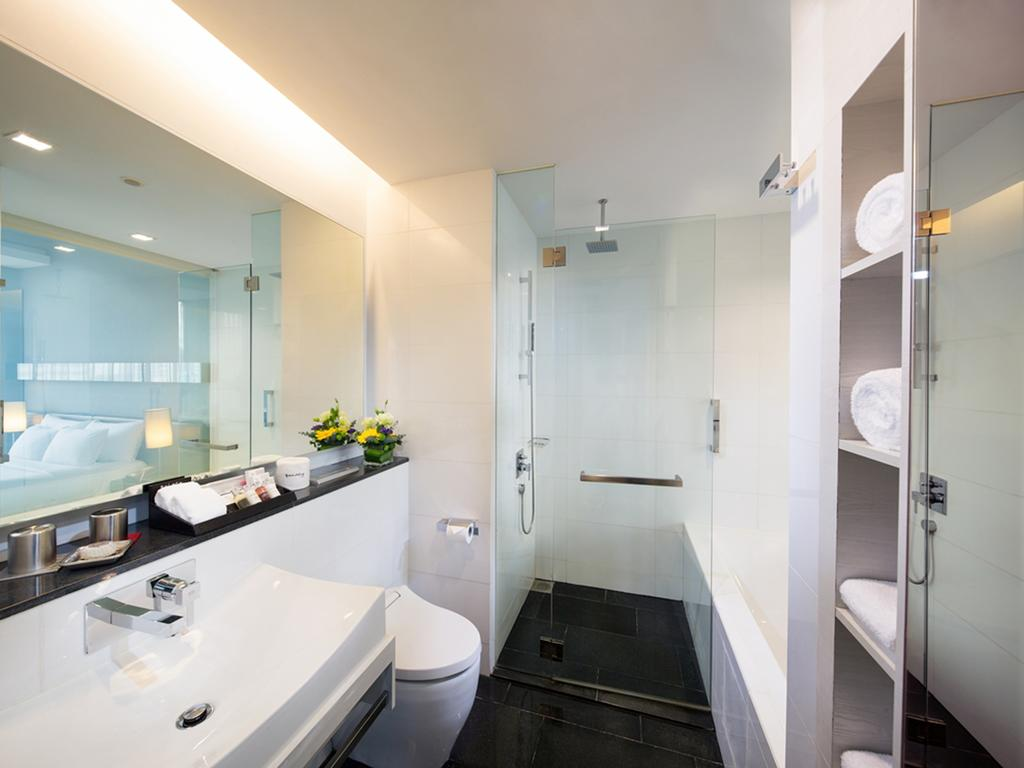 Can you see the huge window that borders the bathtub reflected on the mirror (left)?