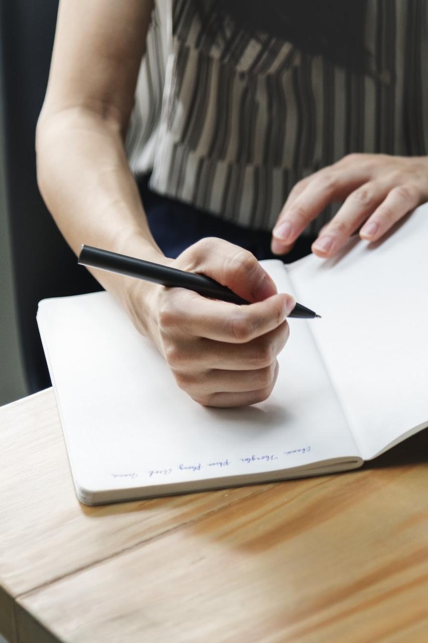 """Before You Pick a Name… - Pertimbangkan tema blog. Yes, nama blog itu sebenarnya masih ada hubungannya dengan tema blog, lho. Misalnya, mau bikin blog bertema travel. Kamu bisa memilih nama dengan kata kunci bertema serupa—""""perjalanan"""" atau """"journey"""", misalnya (contoh: Her Journeys).Pertimbangkan target pembaca. If you're having a beauty blog and would love to have female readers for your audience, mungkin bisa mempertimbangkan pilihan kata yang feminin untuk nama blog. Ini agar pembaca bisa lebih tertarik untuk berkunjung and feel like they belong there whenever they visit the blog!Pertimbangkan gaya penulisan. Biasanya blog-blog yang memang memiliki gaya penulisan kasual dan santai, cocok untuk diberi nama yang bersifat unik, fun, atau personal (contoh: Hot Chocolate and Mint). Beberapa blog yang menggunakan nama penulis sebagai namanya biasanya memiliki gaya pendekatan yang personal namun formal (contoh: Olivia Lazuardy)—meski sebenarnya nggak selalu demikian. Mungkin karena penggunaan nama penulis identik dengan self-branding, jadi terkadang gaya menulisnya dianggap agak jaga image.Pertimbangkan nasib jangka panjang blog. Ask yourself: kalau nanti blogmu sukses (can I get a loud amen?), apakah nama yang dipilih itu akan relevan dan tetap digunakan? Saya memulai blog ini dengan nama yang sekarang menurut saya kekanakan dan berakhir menggantinya—which I'm sure a lot of you had also done that in the past. Jadi, pertimbangkan brand seperti apa yang mau dibangun lewat blogmu. Are you ready to pick a name?Image credit: rawpixel.com from Pexels"""