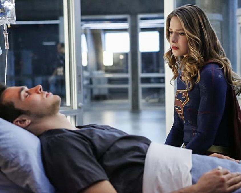 Supergirl (2015) - To be honest, saya nonton ini karena (1) penasaran sama act-nya Melissa Benoist di luar 'Glee', sama (2) pingin lihat si ganteng Chris Wood setelah naksir abis sama dia di 'The Vampire Diaries' (2009-2017). Setelah marathon dari season 1, menurut saya 'Supergirl' ini lumayan. Tapi plotnya terlalu kekanakan dan saya seringkali dikecewakan karena nggak sesuai ekspektasi. Saya berakhir lanjut nonton karena pingin lihat Chris alias Mon-El aja (while shipping him and Kara Zor-El). Lately yang membuat saya obsessed adalah kelanjutan romansa pasangan Kara dan Mon-El.(Image credit: Jumped-excelled.gq)