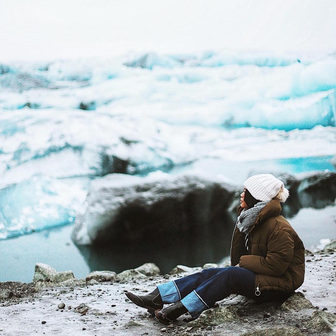 Iceland - Sebenarnya tempat apa saja yang dikunjungi Melody Amadea, fotografer based in Jakarta ini, pasti selalu bikin saya jadi kepingin ke sana juga karena foto-fotonya selalu bagus. Tapi trip-nya pada 2017 lalu ini yang paling membuat saya envy. Saya sesungguhnya sudah kepingin mengunjungi Islandia sejak another Insta-celeb that I follow, Ellyse Sinsilia, terlebih dahulu share soal trip-nya di Instagram. Tapi cerita trip-nya Melody lebih menggugah saya untuk serius nabung demi bisa traveling ke sana—dari petualangannya nyebrang ke Islandia, sampai perjuangannya mencari aurora. Seru banget!Image credit: Instagram