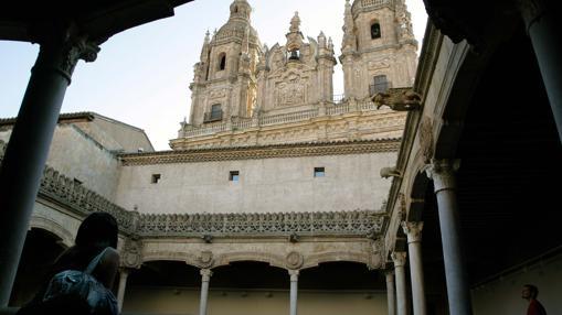 Interior de la Casa de las Conchas de Salamanca, entregada por el impuesto de Sucesiones