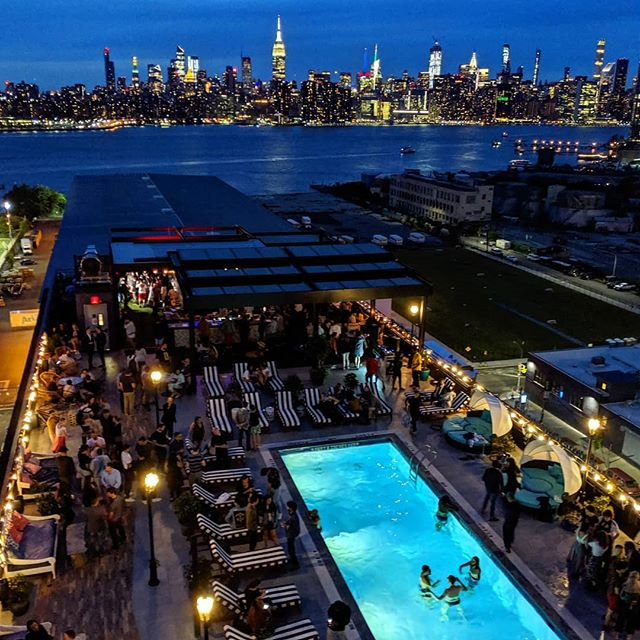 Blue notes  #pool #rooftops #brooklyn #nyc #hotels #williamsburg #city #party #rooftopparty #swimming