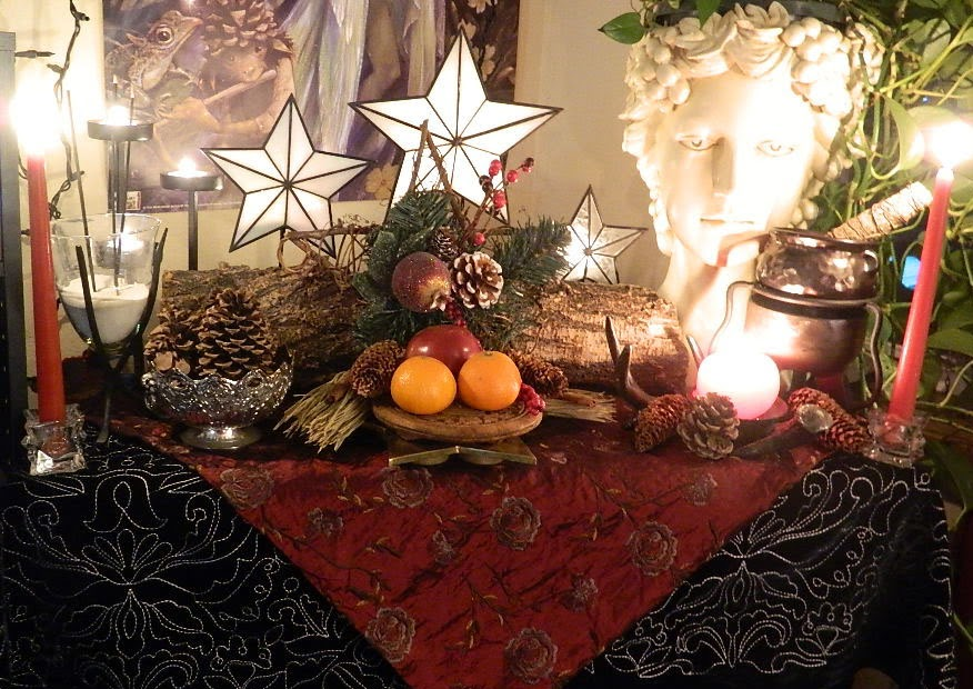 Yule altar 2013 001B.jpg