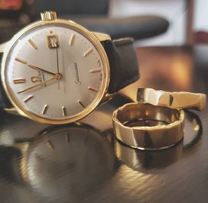 omega+seamater+with+18ct+gold+molten+wedding+rings#.jpg
