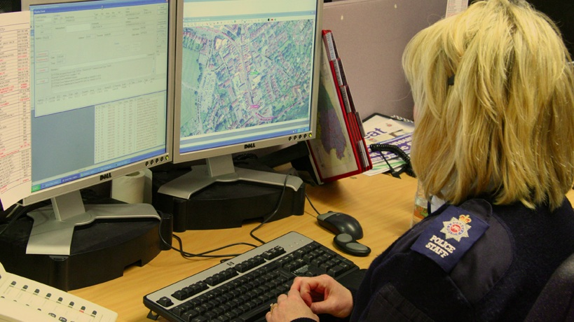 Source:    hexagonsafetyinfrastructure.com   , Police woman using GIS technology