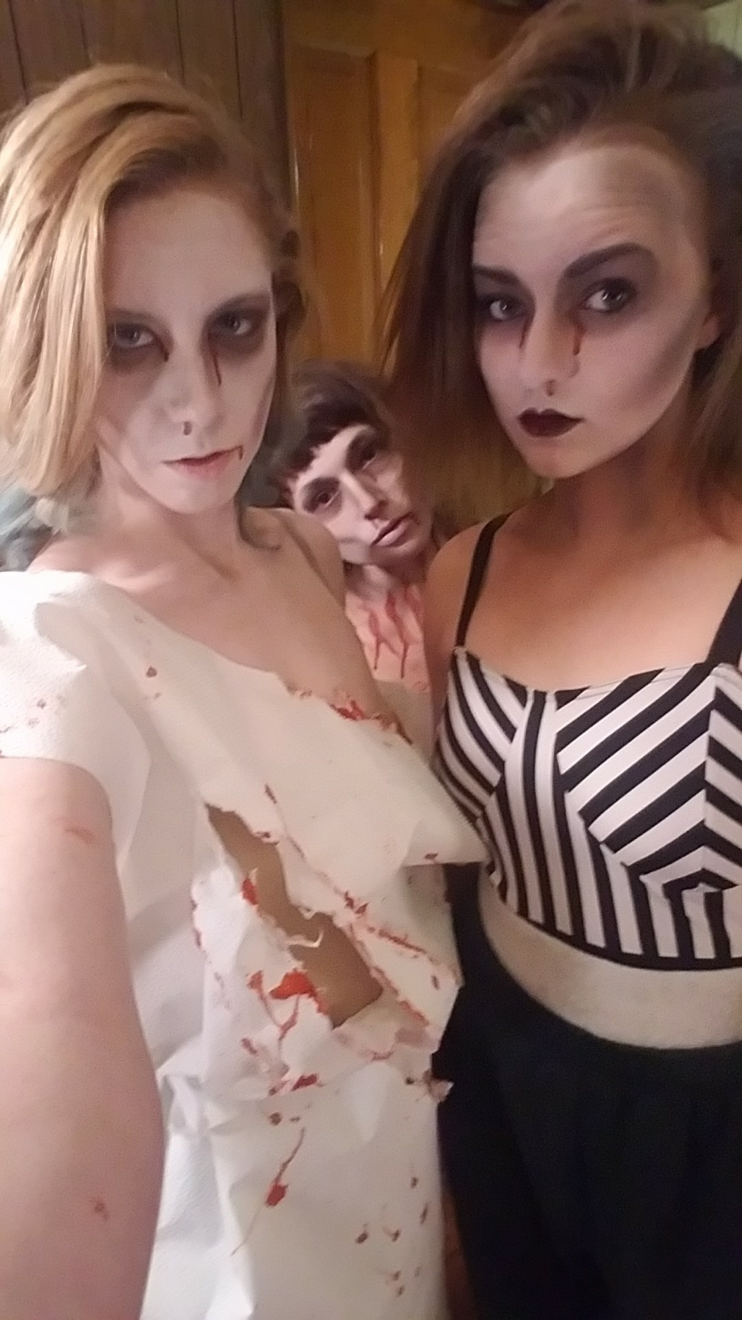 Creepy Ellen and Sydney