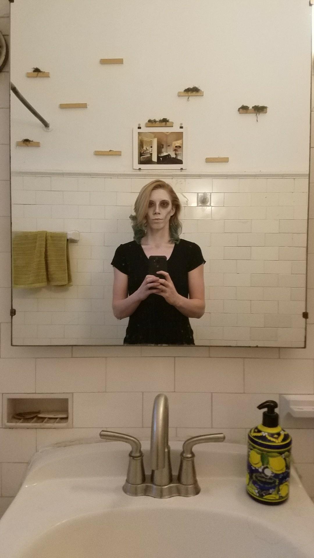 Creepy Ellen, Creepy Bathroom
