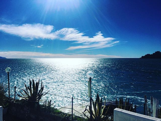 Hello World! 😍 #covodinordest #PositiveCovo🚩 #sea #amazing #goodmorning #springiscoming #instawow #lamialiguria #liguria #portofino #italy #santamargheritaligure #roaring20s