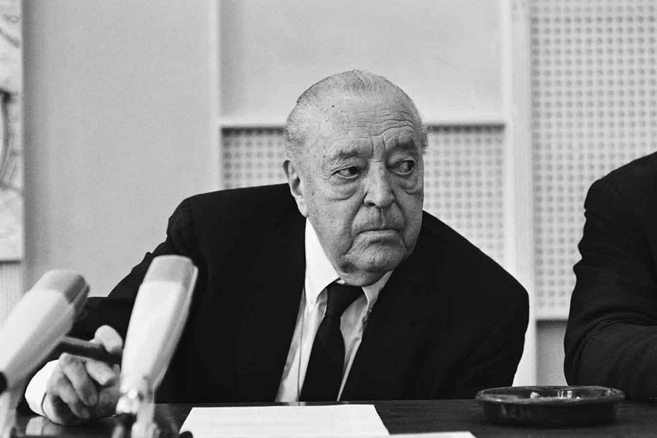 Archisoup-Ludwig-Mies-Van-der-Rohe.jpg