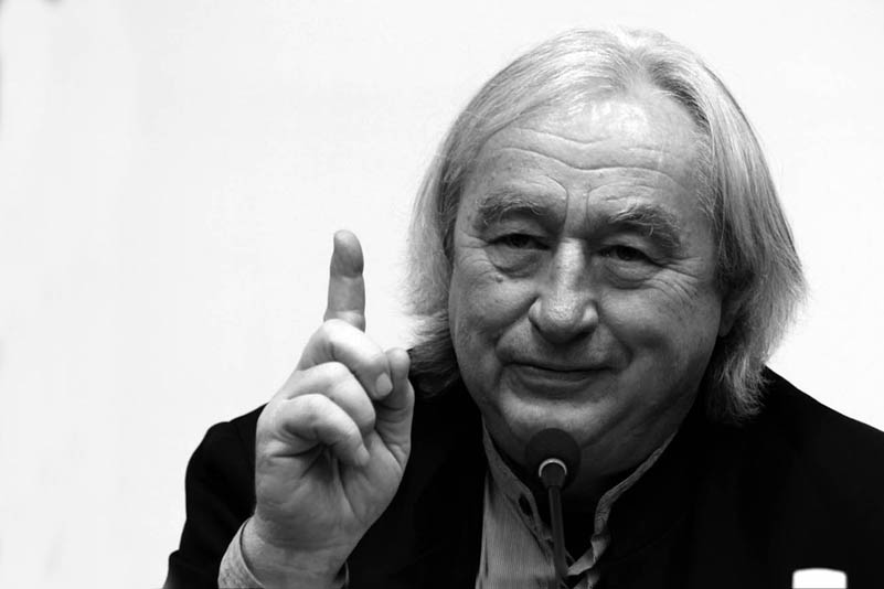 Steven Holl | Life & Career    …Steven Holl is a world renowned American architect whose buildings draw on theories of phenomenology and light.