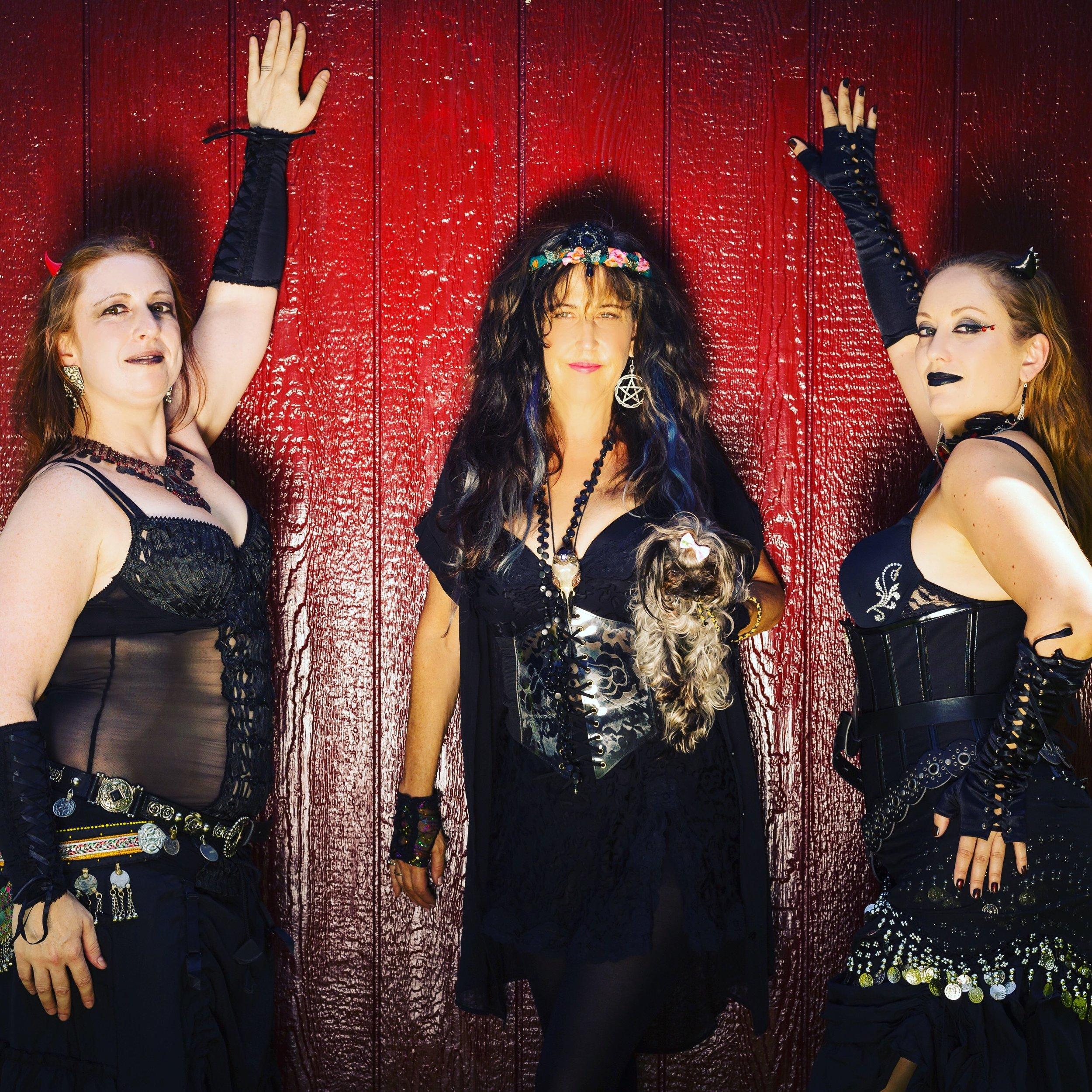 Rivqah Cas (dancer), Margot Day (Flute/Vox) and Kitten (dancer).
