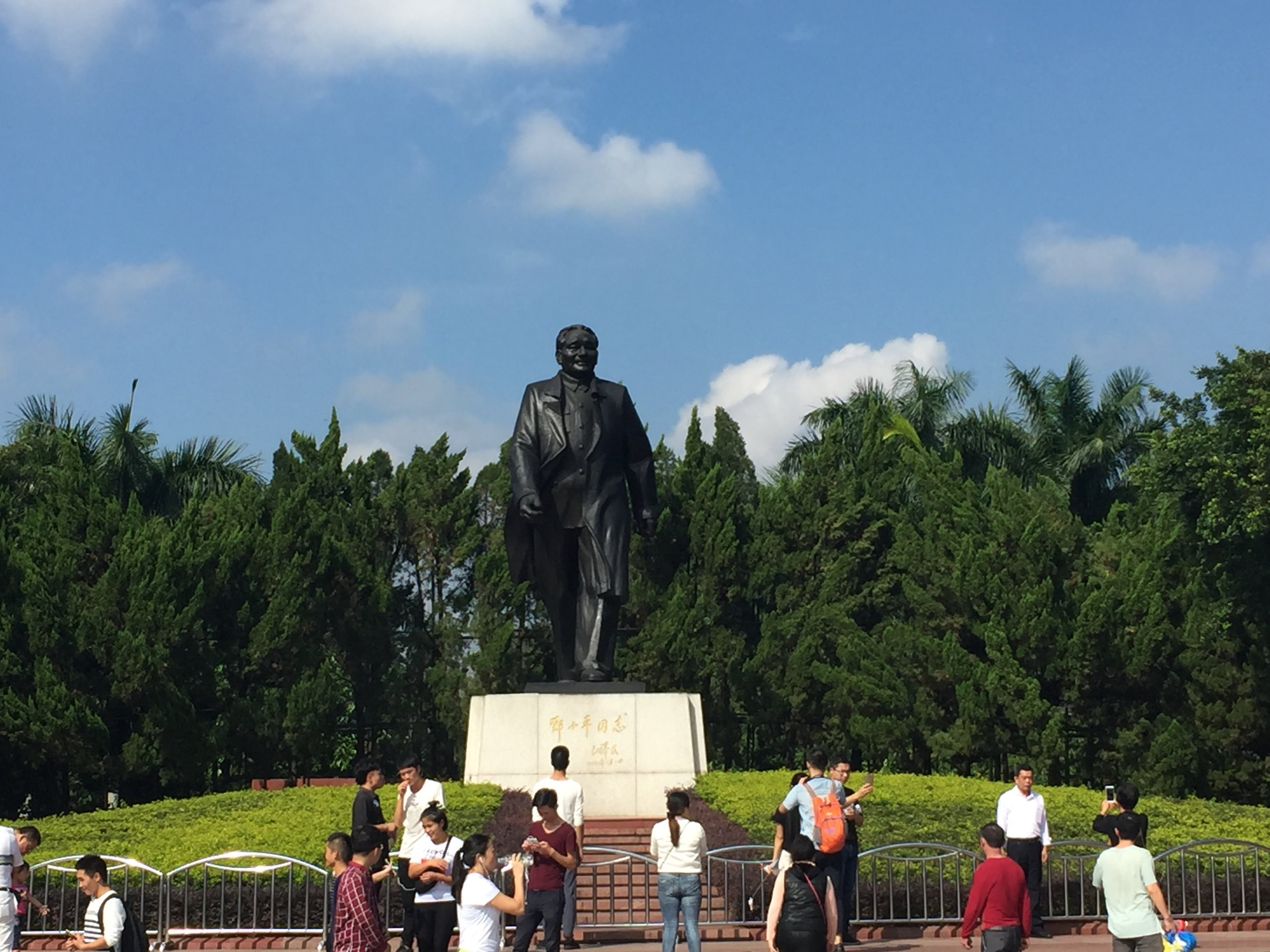 Lianhua Mountain, Statue of Deng Xiaoping