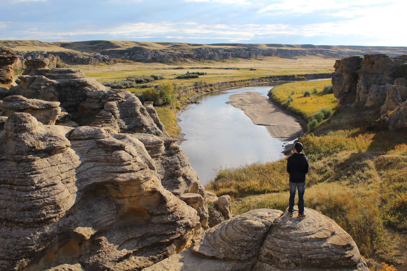 Looking out over the Hoodoo Trail in Writing on Stone Provincial Park