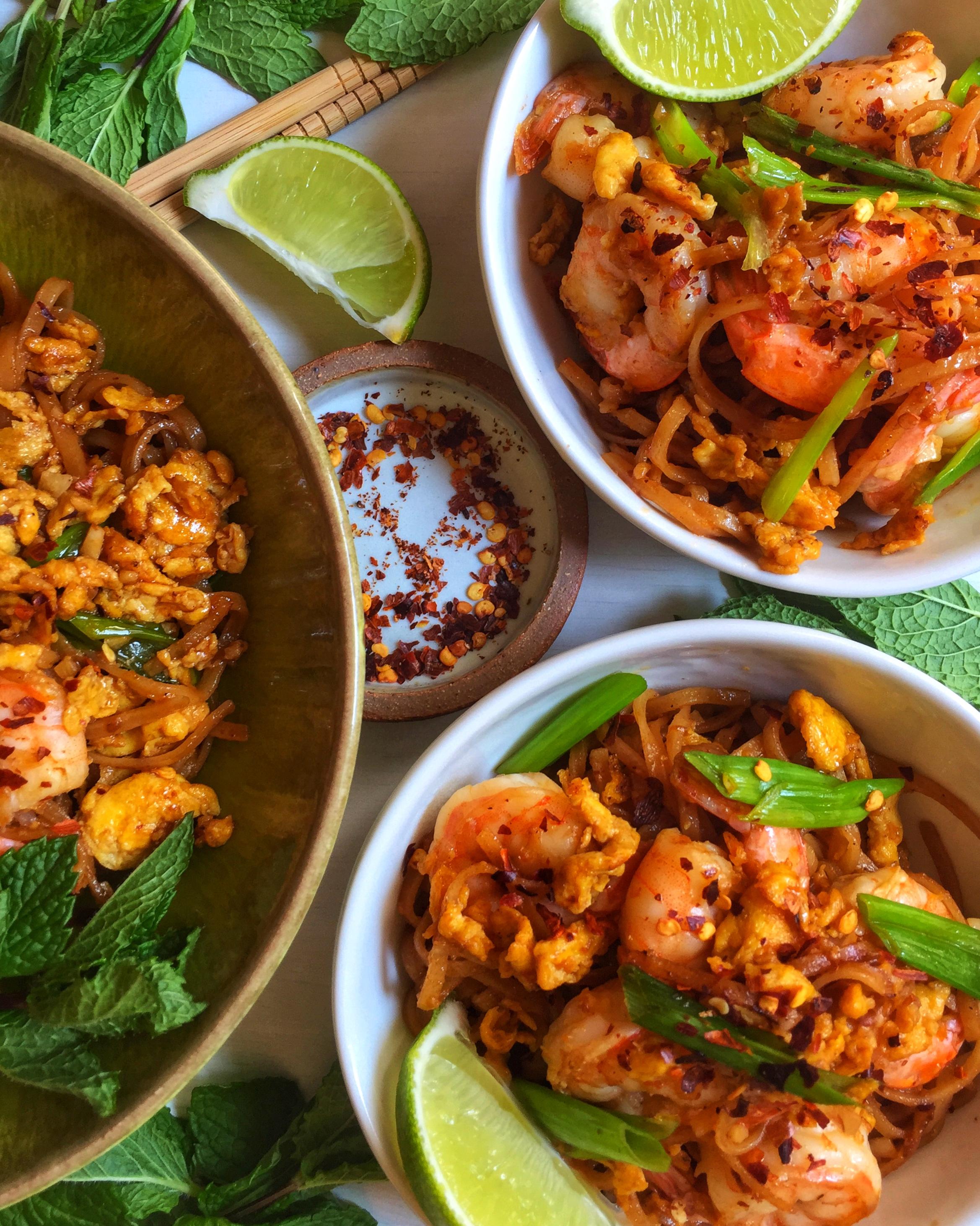 seriously addictive shrimp pad thai with scallions ~