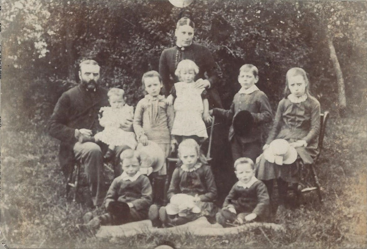 James family at The Wych 1888.jpg