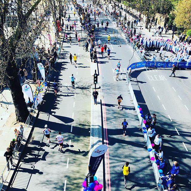 #londonlandmarkshalfmarathon #gorgeousday #sunisout #runners #londontown #discoveryourtown #sundayfunday