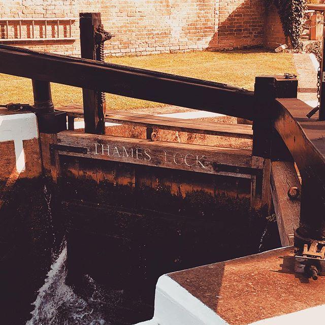 #thameslock #dayout #enjoyingtheweather #riverwey #local #discoveryourtown #weybridge #riverhistory #riverlife