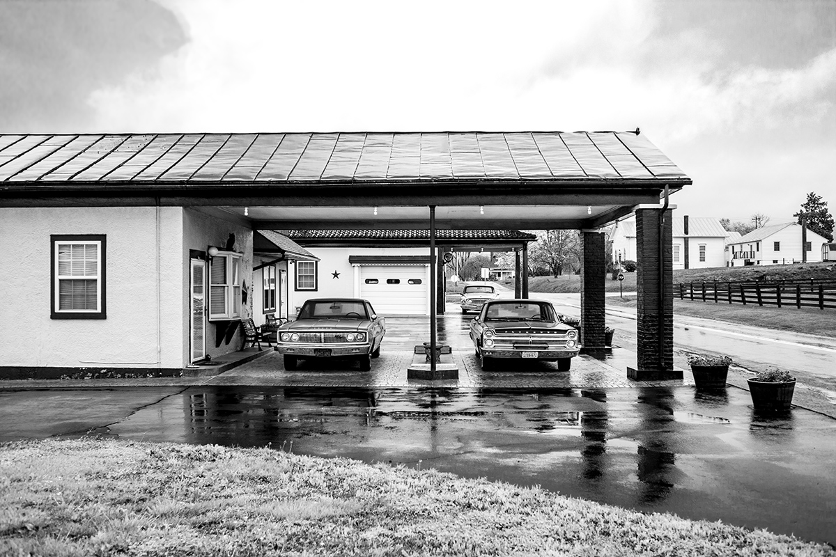 Old American Cars, Motel, Barboursville, Virginia, VA, USA by Leica Photographer Manuel Guerzoni