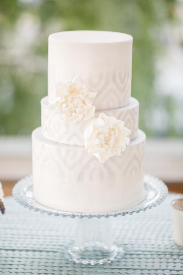 Wedding-Cake-with-Pale-Gray-Icing-600x900.jpg