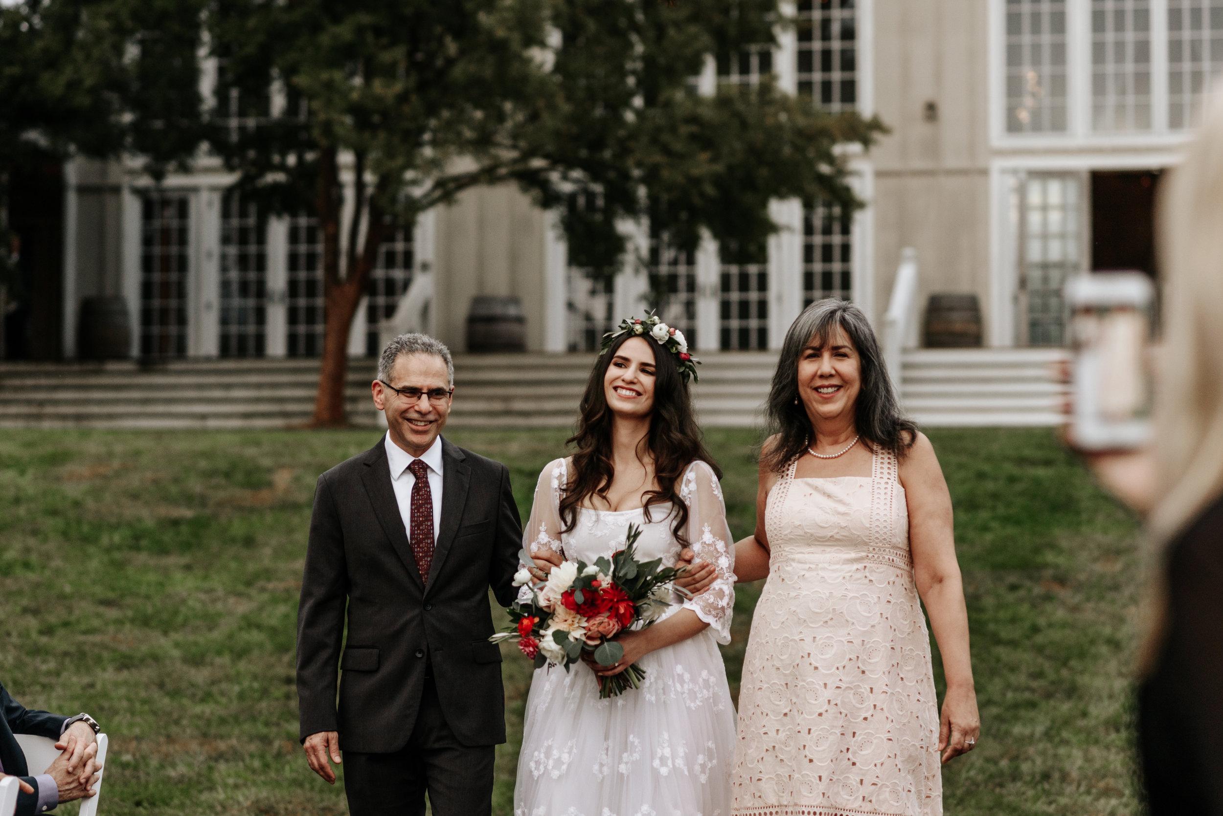 Veritas-Vineyards-and-Winery-Wedding-Photography-Afton-Virginia-Yasmin-Seth-Photography-by-V-2779.jpg