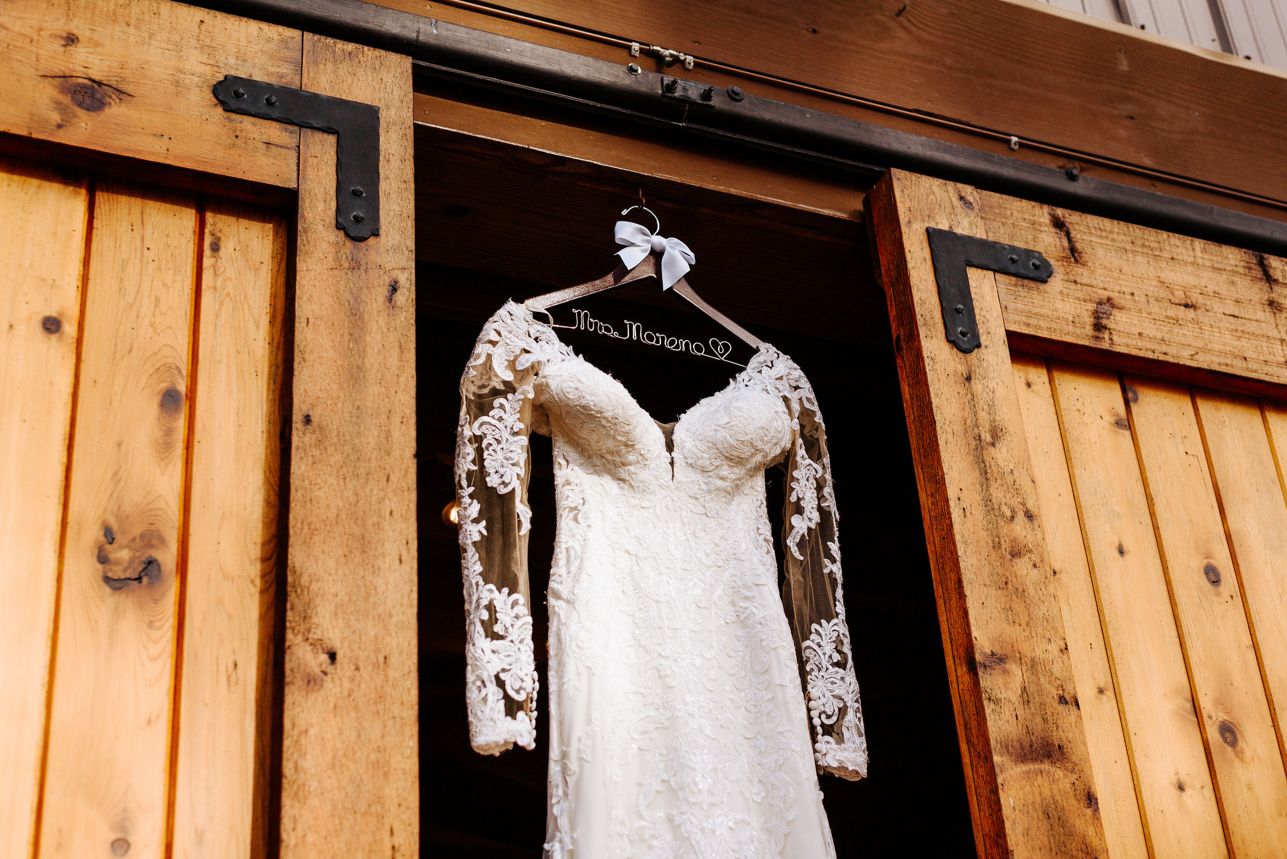 Alexia_Celeste_Wedding_Cielo_Blu_Barn_Photography_by_V_2114.jpg