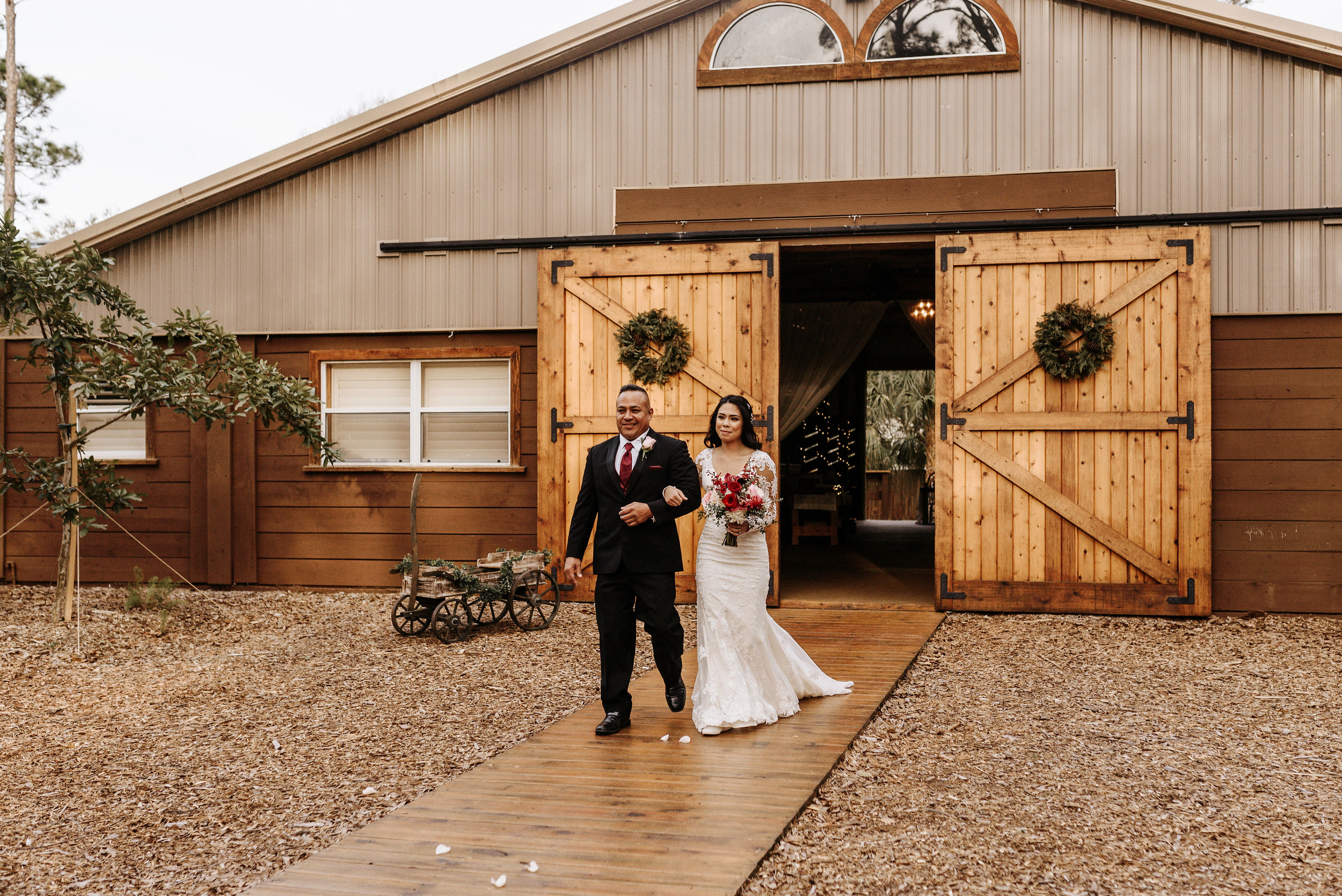 Alexia_Celeste_Wedding_Cielo_Blu_Barn_Photography_by_V_6283.jpg