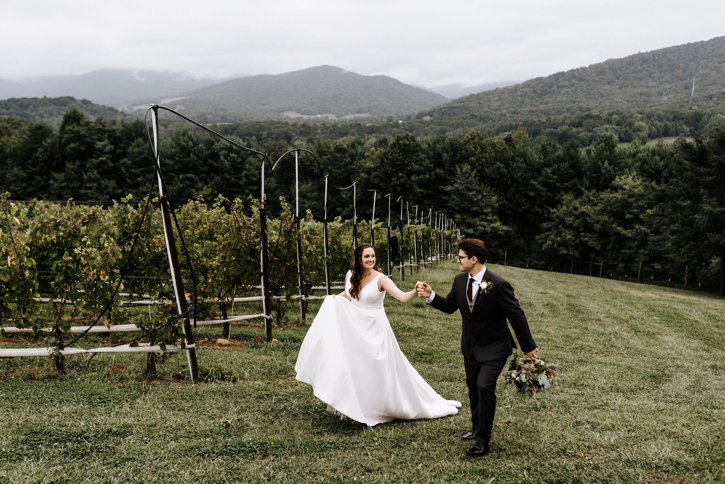 Allison_Nolan_Moss_Vineyards_Wedding_Charlottesville_Virginia_Photography_by_V_35.jpg