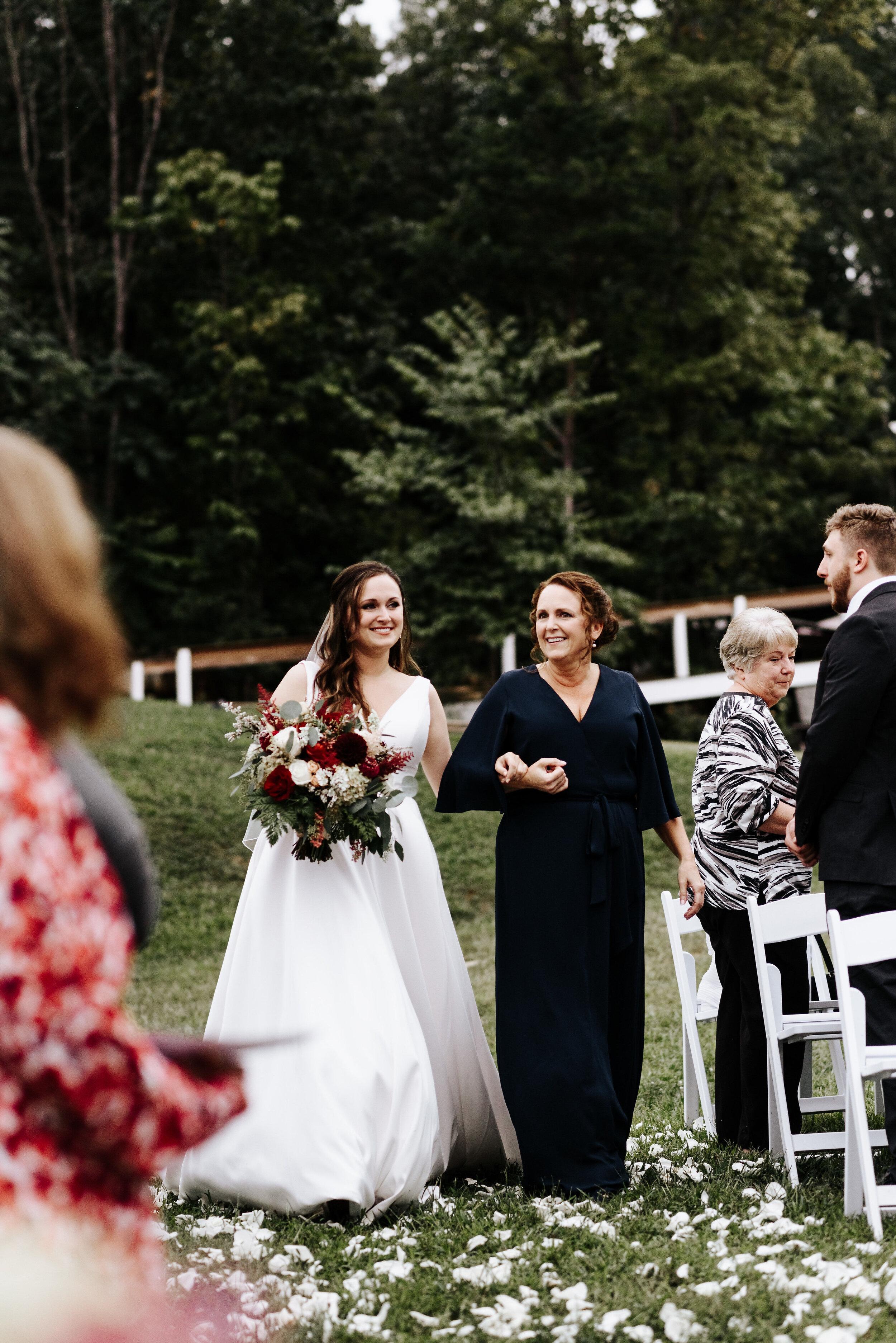 Allison_Nolan_Moss_Vineyards_Wedding_Charlottesville_Virginia_Photography_by_V_43.jpg