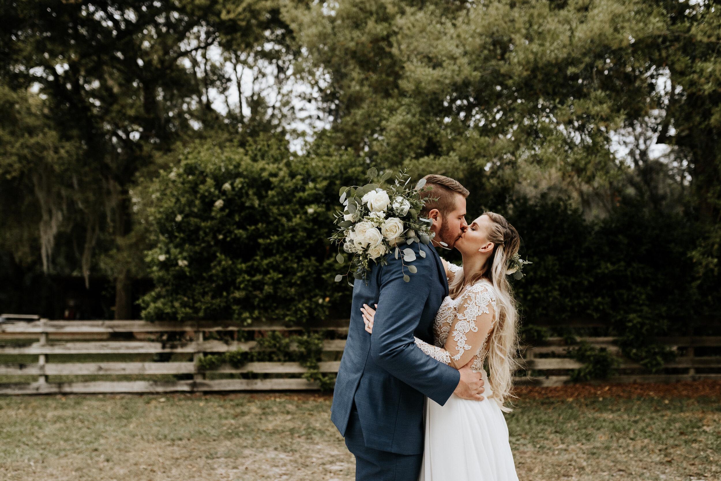 Mikenzi_Brad_Wedding_The_Delamater_House_New_Smyrna_Beach_Florida_Photography_by_V_0907.jpg