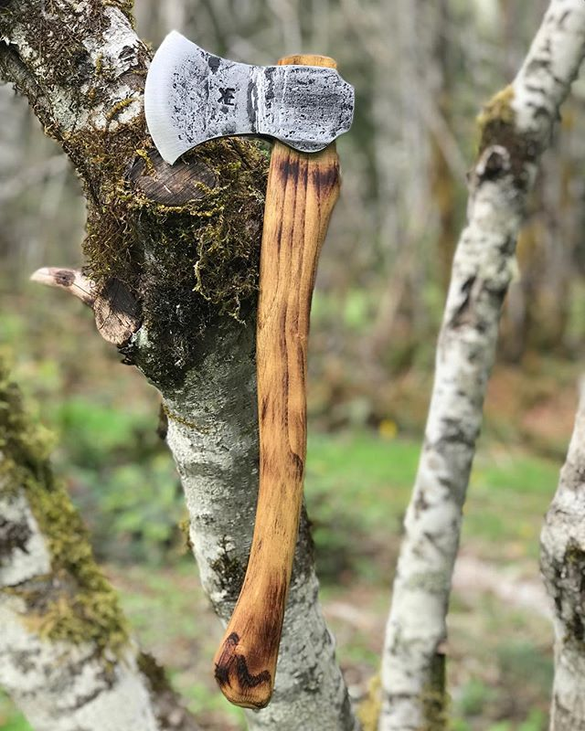 A swanky little hatchet/camp axe! The handle is Locust, cut and milled locally by @adam.phipps.351 . He runs Tree folk in Belfair, WA. If you need any custom milling, furniture, slabs etc. hit him up! He does amazing work. . . . . . . . . #tomahawk #tomahawks #axe #axethrowing #bushcraft #bushcraftknife #bushcrafting #wilderness #wildernessculture #wildernessnation #survival #survivalist #survivalkit #rune #runes #hatchet #thor #odin #tyr #viking #vikings #handforged #forged #bladesmith #nativeamerican #kempfforge #forgedinfire #knife #knives