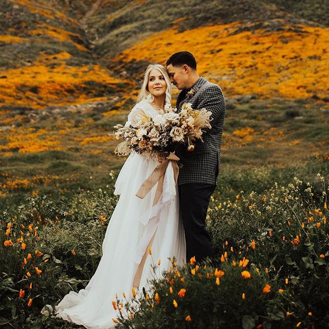 What California dreams are made of . Florals @watersignefloral Makeup @lxsnchlsmakeup Hair @babehairbyb Dress @sweetcarolinestyles Photog @ashleighmitchellphoto @musemomentsphoto Video @kayleedukefilm Model @olivialyons . . . #floraldesign #floraldesigner #centerpieces #bridalbouquet #bouquet #watersignefloral #weddingflorist #weddingflowers #sandiegofloraldesign #sandiegoflorist #freshflowers
