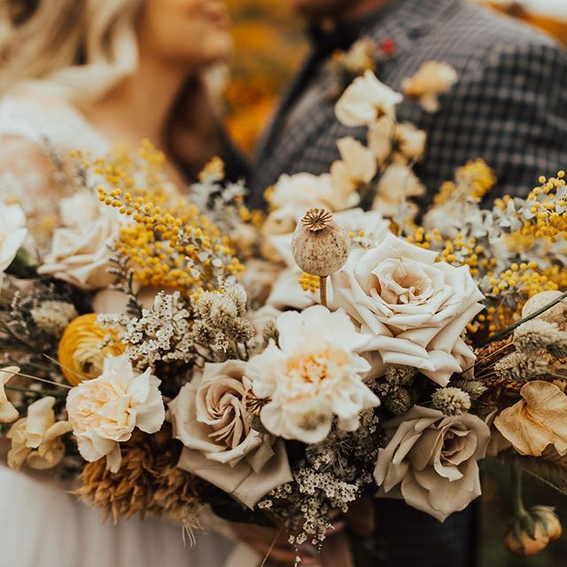 All the feels . Florals @watersignefloral Makeup @lxsnchlsmakeup Hair @babehairbyb Dress @sweetcarolinestyles Photog @ashleighmitchellphoto @musemomentsphoto Video @kayleedukefilm Model @olivialyons . . . #floraldesign #floraldesigner #centerpieces #bridalbouquet #bouquet #watersignefloral #weddingflorist #weddingflowers #sandiegofloraldesign #sandiegoflorist #freshflowers