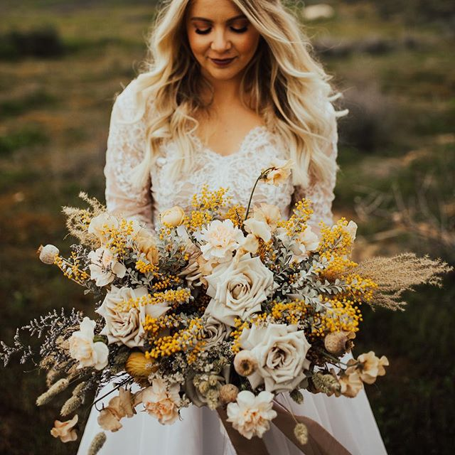 ✨ . Florals @watersignefloral Makeup @lxsnchlsmakeup Hair @babehairbyb Dress @sweetcarolinestyles Photog @ashleighmitchellphoto @musemomentsphoto Video @kayleedukefilm Model @olivialyons . . . #floraldesign #floraldesigner #centerpieces #bridal #bridalbouquet #bouquet #watersignefloral #weddingflorist #weddingflowers #sandiegofloraldesign #sandiegoflorist #freshflowers