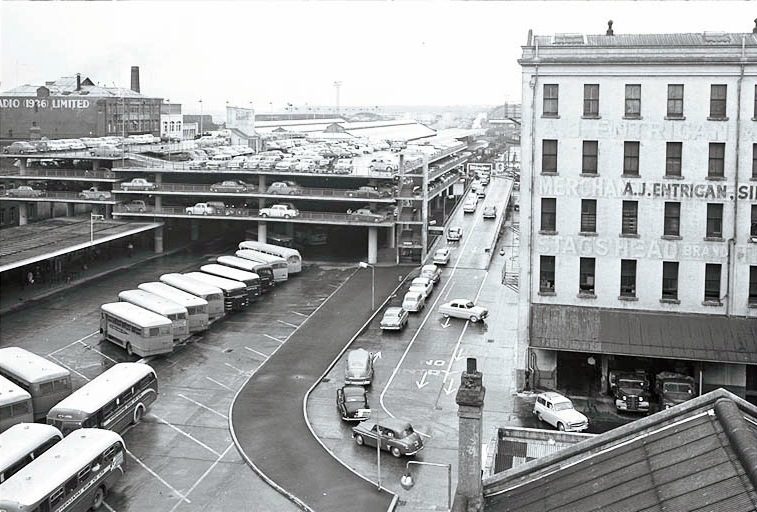 BUSES AND CARS: Auckland's Municipal Bus Terminal and Britomart car park in 1959. (Photo: Sir George Grey Special Collections, Auckland Libraries, 580-3591)