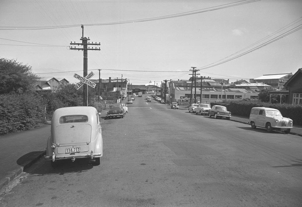 PORTERS: Looking west along Porters Avenue in 1964 (Photo: Sir George Grey Special Collections, Auckland Libraries, 580-9427)