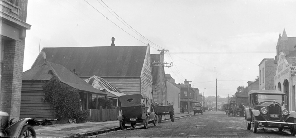 1925: Looking south from Federal St towards Wellesley St West (Sir George Grey Special Collections, Auckland Libraries, 4-2040)