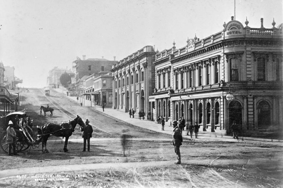 1880: A horse tram and hansom cab - looking west showing the north side of Wellesley Street West with (from the right) the United Service Hotel, the Opera House, Arthur Lovett, draper (Photo: Sir George Grey Special Collections, Auckland Libraries, 4-779)