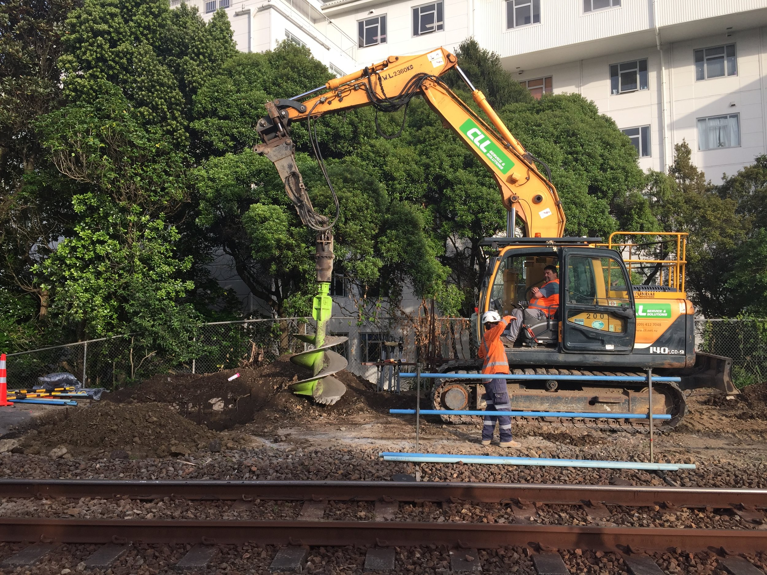 14 tonne excavator and 750mm earth drill