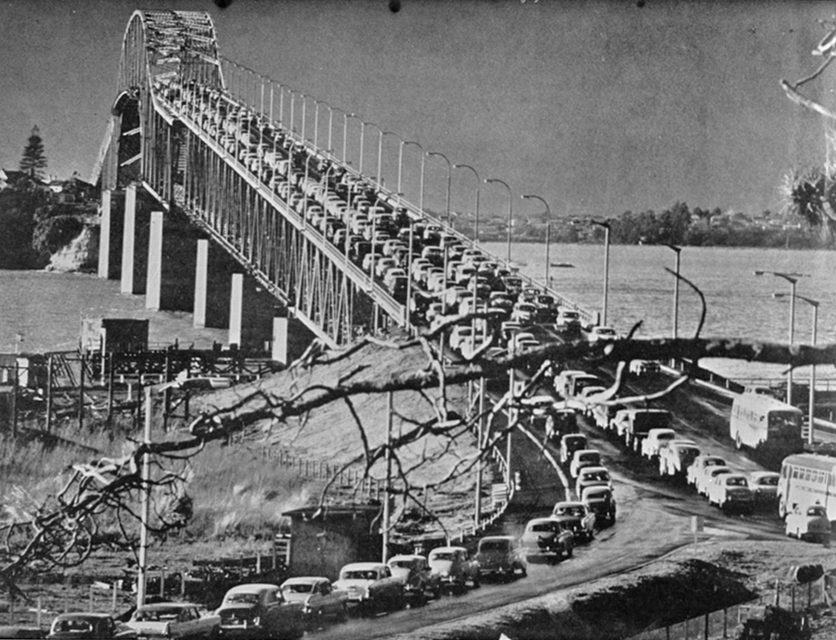 POPULAR: Motorists rushed to try out the harbour bridge when it opened (Photo: Sir George Grey Special Collections, Auckland Libraries, 7-A3703)
