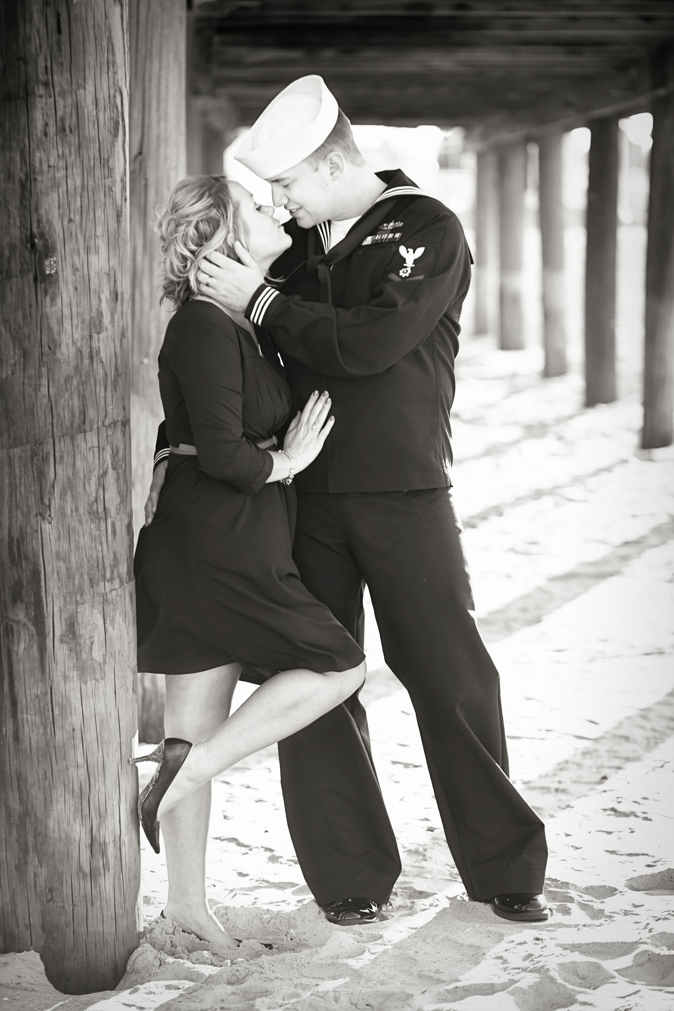 virginia-beach-pier-engagement-portrait-photograph-huff.jpg