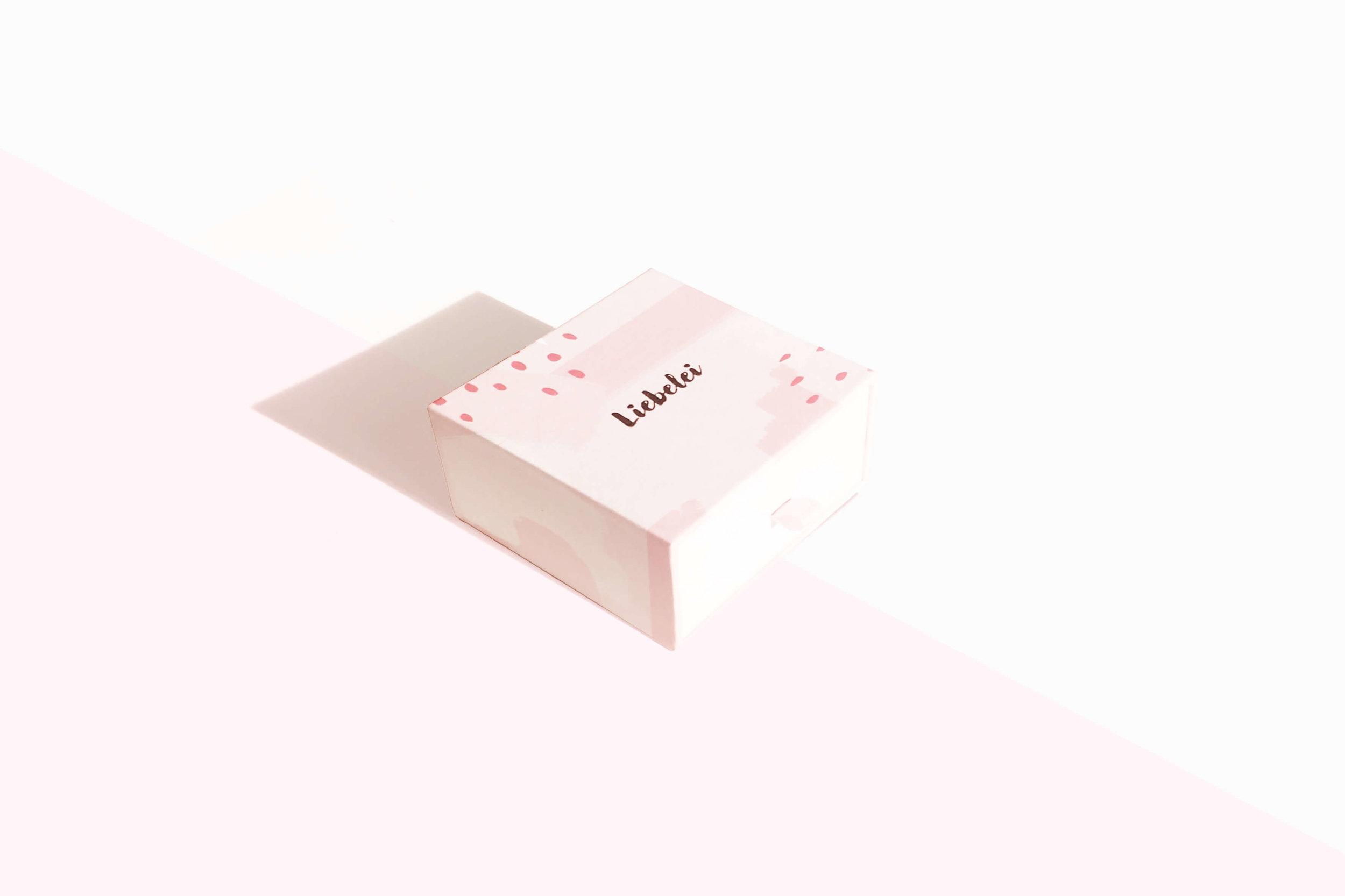 liebelei-lynea-yoni-ei-set-packaging.jpg