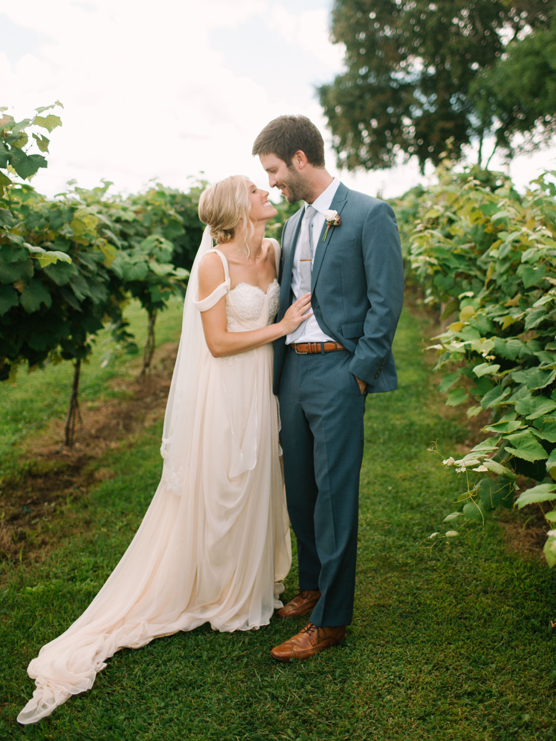 kateweinsteinphoto_overthevines_wedding-101.jpg