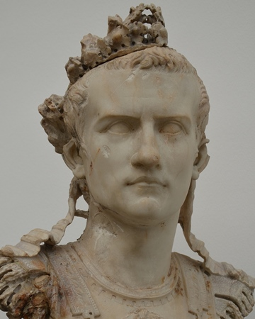 caligula-medium.jpg
