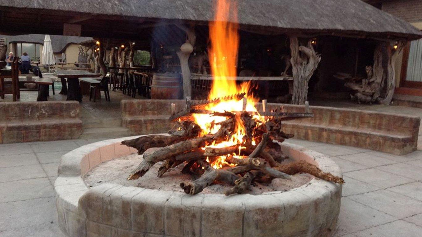 Preparing_the_fire_for_the_T-Bone_Steak_on_Wednesdays_-_Copy.jpg.1366x768_q85_crop_upscale.jpg