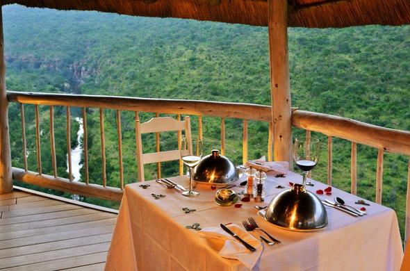 clifftop-exclusive-safari-hideaway-dinner-view-590x390.jpg