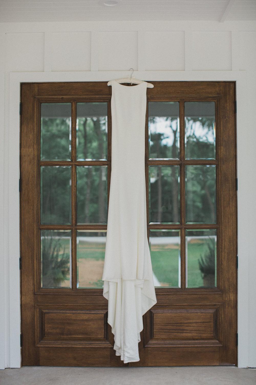 Classic Elegant Wedding Gown | Southern Summer White Barn Wedding in Dallas, TX