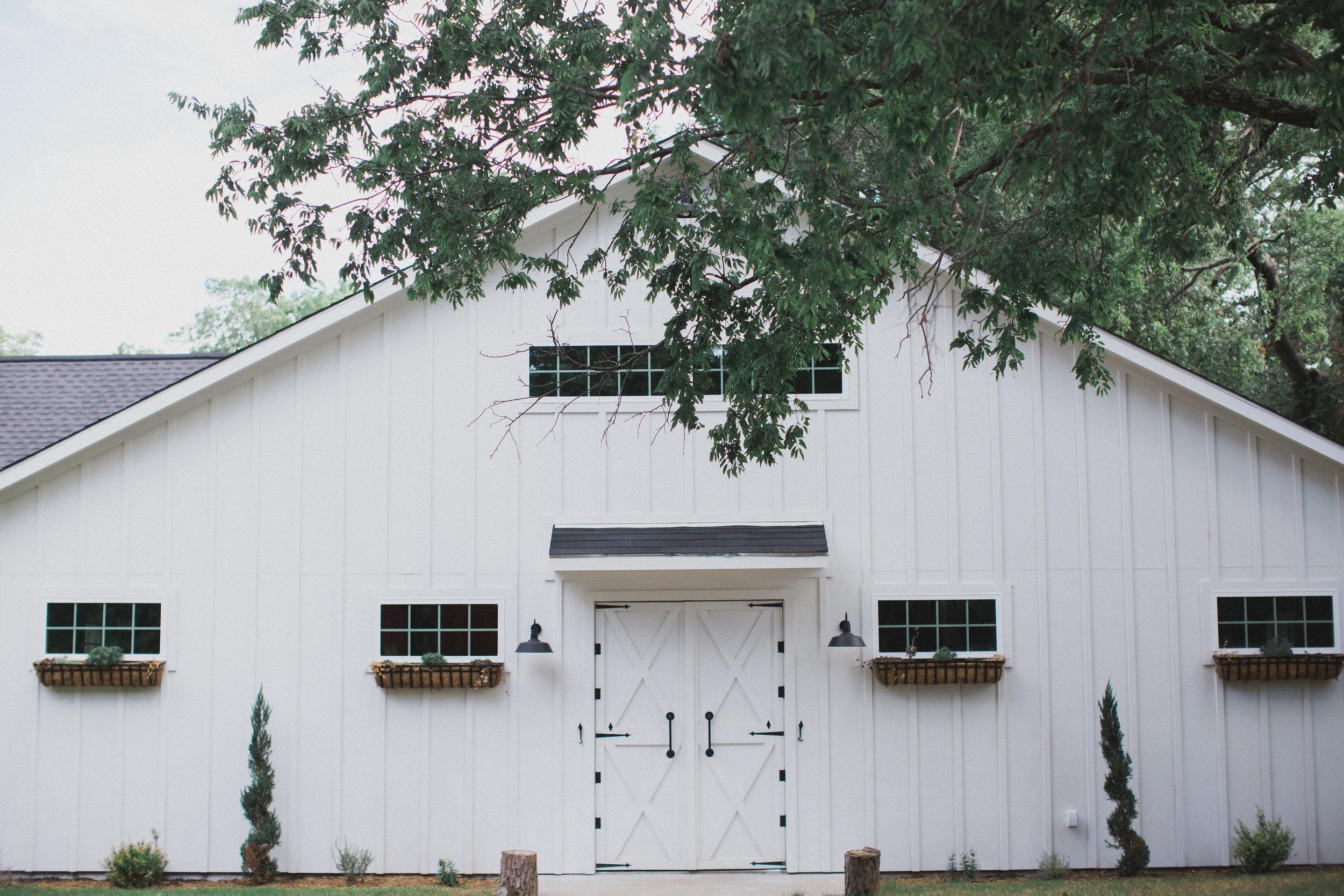 Summer White Barn Wedding | Dallas Texas