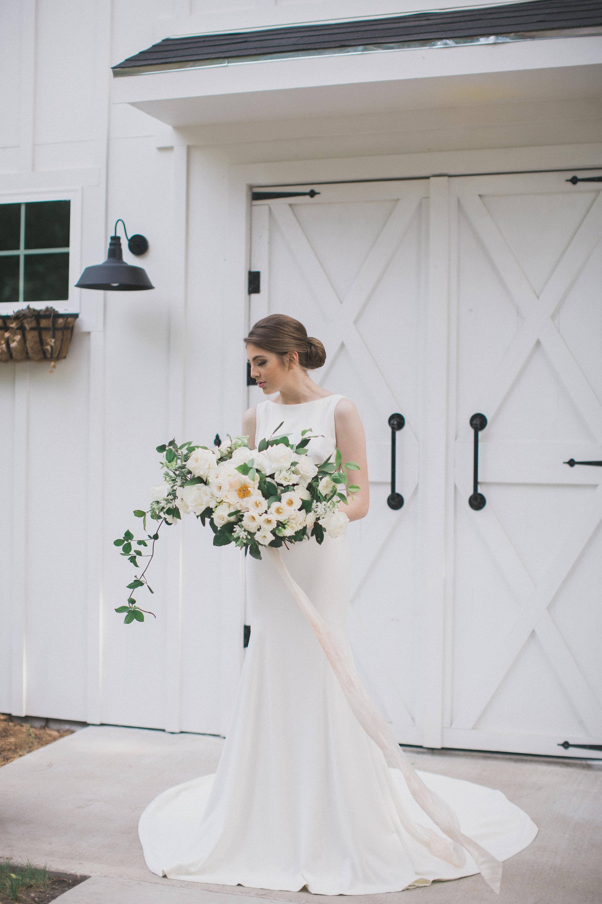 Texas Summer Wedding | Southern Summer White Barn Wedding in Dallas, TX