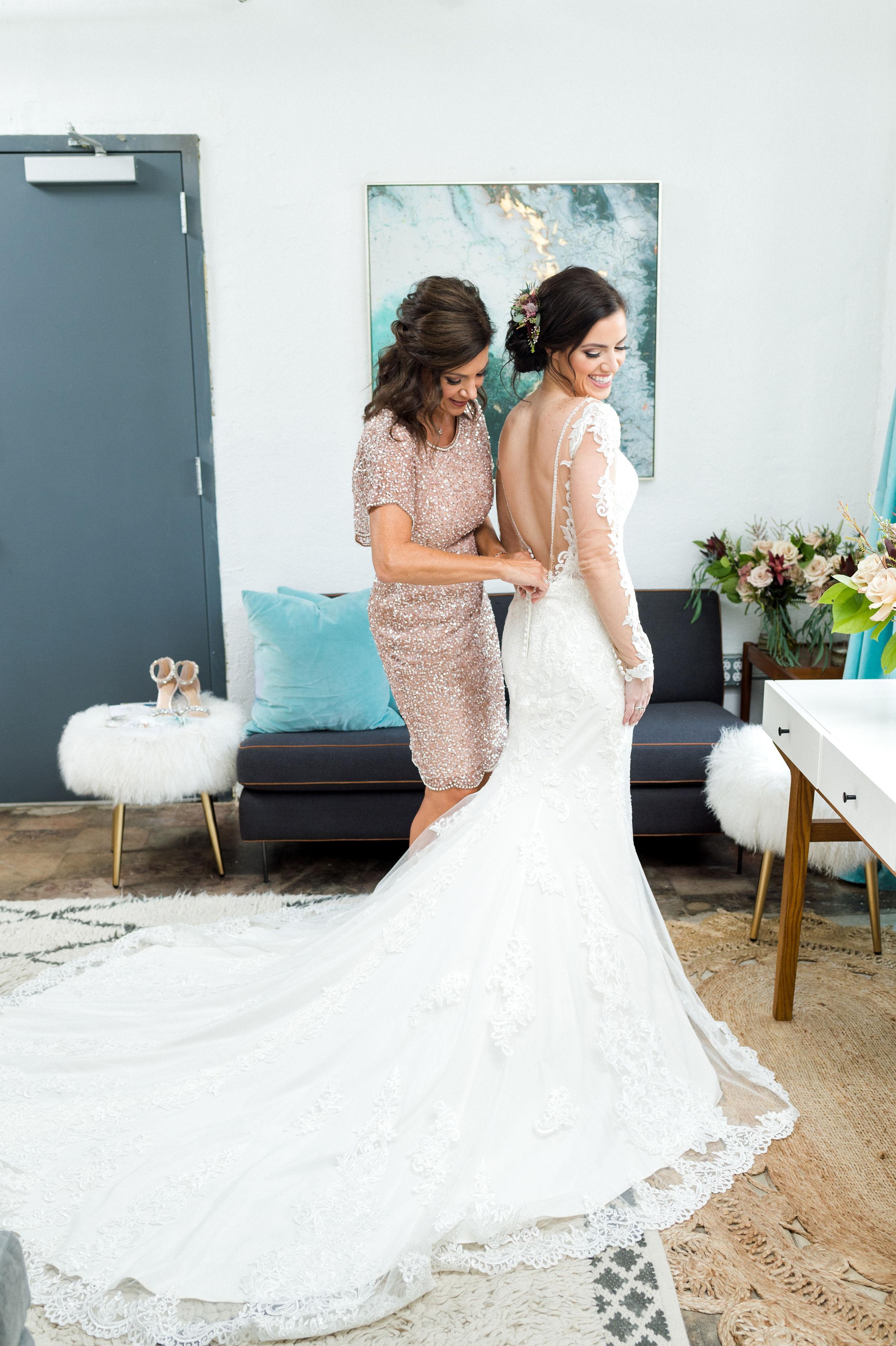 Fall Wedding Dress Inspiration | Downtown Fort Worth Industrial Modern Wedding Design