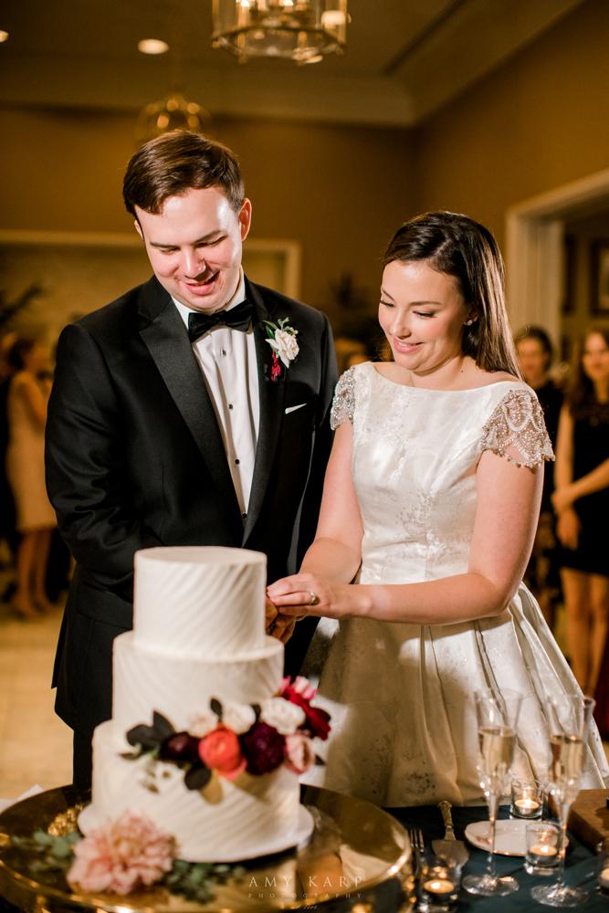 Fall Wedding Cake with Maroon Flowers | Fall Vintage Wedding Design